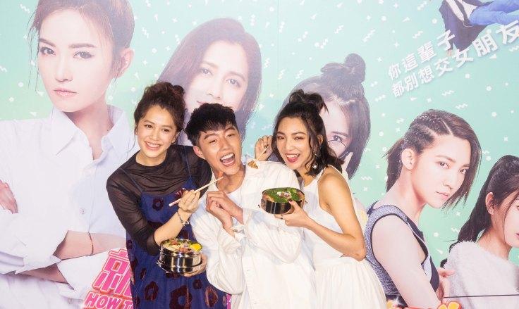 群星瑞智提供05_蔡凡熙被姊姊們餵飯飯,想都沒想直接說:「超煩的啊!」