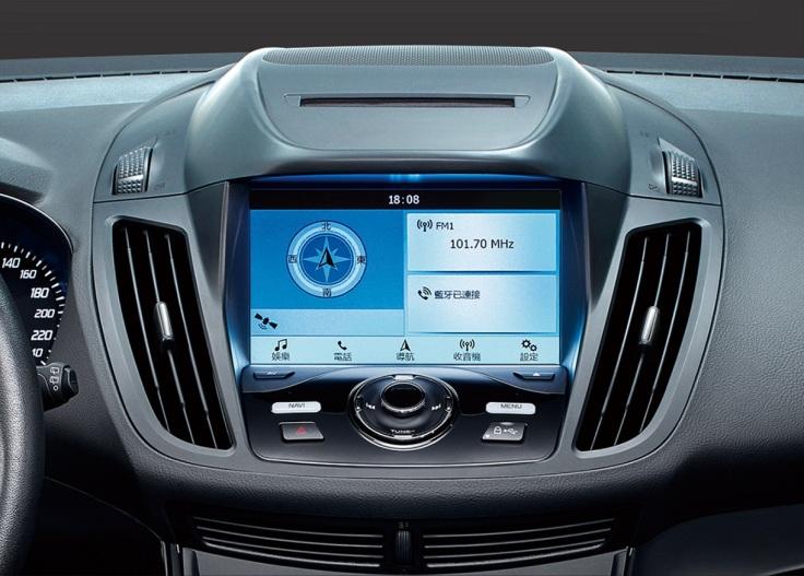 【圖二】智能影音系統內含8吋LCD彩色液晶觸控螢幕、DVD播放器、Navi導航系統、倒車顯影輔助系統及1080p行車紀錄器。