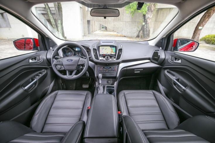 【圖五】「New Ford Kuga安全領航版」再升級全車高質感皮質座椅,搭配左右獨立雙域恆溫空調,打造舒適的座艙體驗。