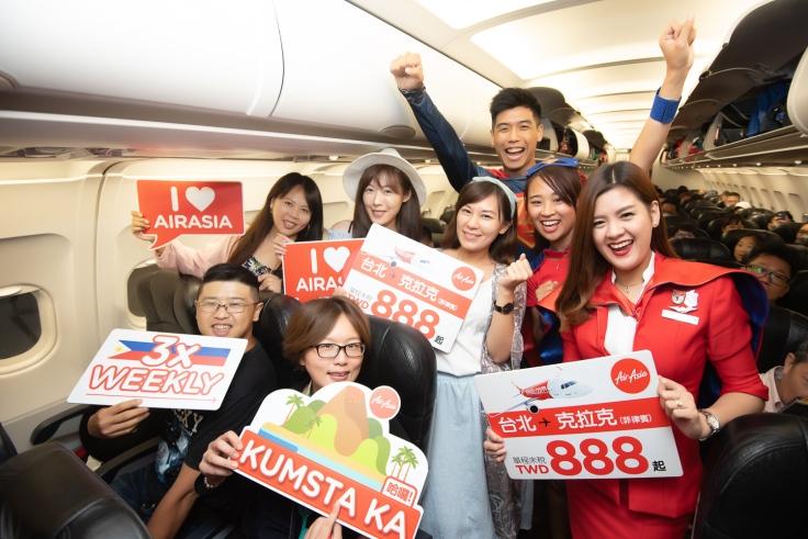 台灣前往克拉克的首航班機,共有160多位客人乘坐,乘載率超過90%.jpg