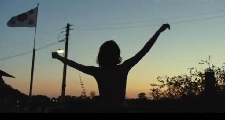 截圖自網路-全鍾淑於夕陽下裸上身跳舞成《燃燒烈愛》中經典畫面。.jpg