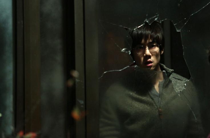 """華聯國際提供01_《揭密風暴》是演員柳演錫首次擔任主演作品,其在片中飾演無法違背良心的研究員,其也坦言""""是演技上非常具有挑戰性的"""