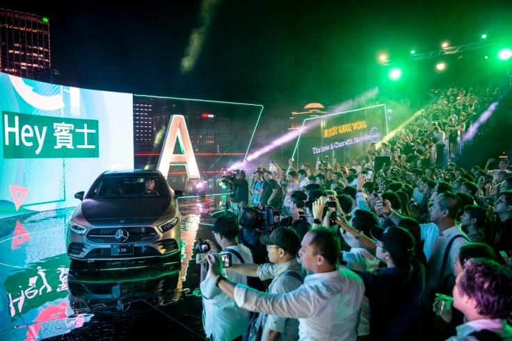Mercedes-Benz The new A-Class於8月28日晚間在台北市信義區Frank Taipei打造空前頂樓發表派對
