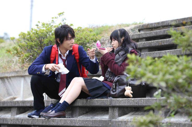 【虹色時光】劇照-談到片中與恆松祐里(右)的吻戲,中川大志(左)表示:「這其實是個動物性本能的親吻,比起親的漂不漂亮,我更在意的是親吻時角色帶有的心情...」.JPG