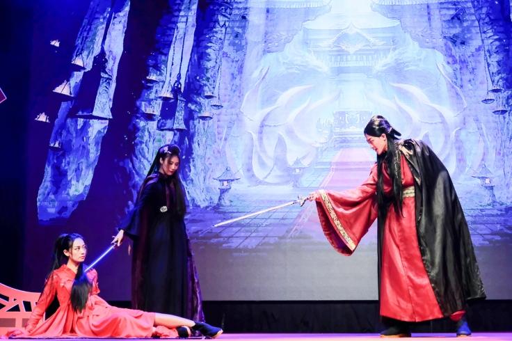 【圖】《烈火如歌》為今年上半年最火紅電視劇,現場透過精采的情境劇展演各角色之間的武俠愛情與江湖人生