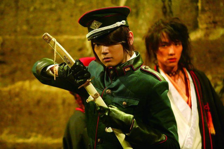 【笑傲曇天】劇照-面對片中多場華麗的動作戲,古川雄輝(左)則自信表示,雖然這是自己第一次挑戰這麼酷炫的武打戲,吃足了苦頭,但絕對