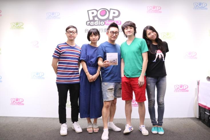 旺福樂團帶著新專輯《旺情歌》到POP_RADIO哲緯的《音樂咬耳朵》節目,現場也宣佈今年更將於10月底舉行大小旺聖節活動.JPG