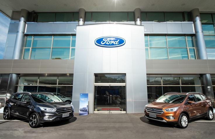 【圖二】Ford於全新升級的台北九和南港展示中心發表2019年式New Ford Kuga,搭載360°環景影像行車輔助系統,安全升級,全新價格更優惠。