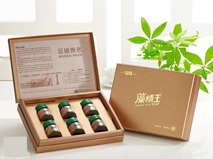 極品綠寶藻精王,於建國百年在總統府臺灣優勢產業展覽廳向外賓展示.jpg