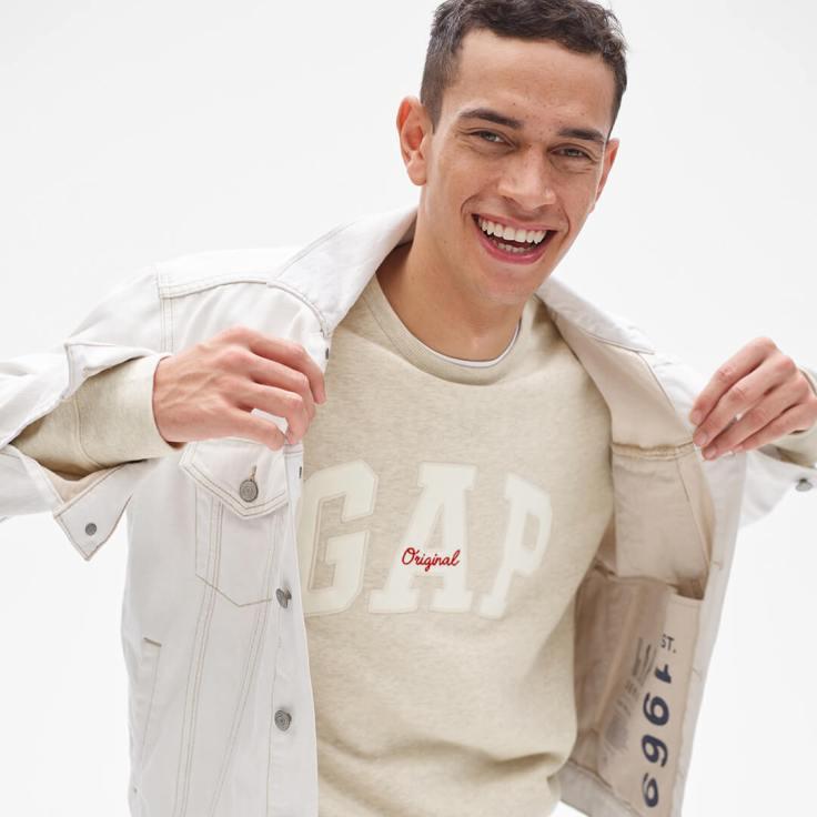 03.男裝logo系列則將90年代的「原創 Original」 logo元素設計重新運用至眾多上衣單品,再次呼籲Gap自然率真的品牌特質