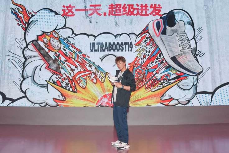 2.小鬼黃鴻升率先上腳「最強跑鞋」進化版的Ultraboost 19,體驗全面升級的舒適腳感。