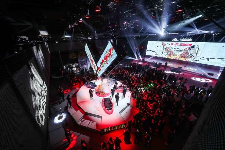 3.adidas昨日(2月19日)於上海盛大舉行adidas Ultraboost 19發表會,宣布adidas史上能量回饋最強的跑鞋。