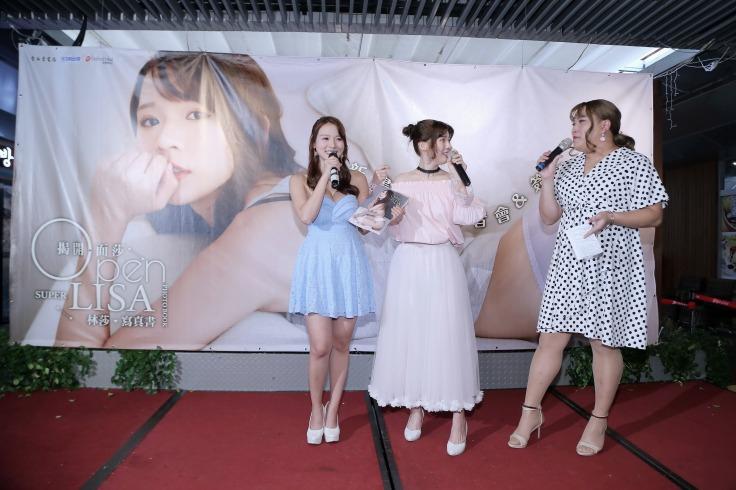 林莎好友黃小愛熱情站台主持,林莎(左)、莉奈(中)、黃小愛(右)