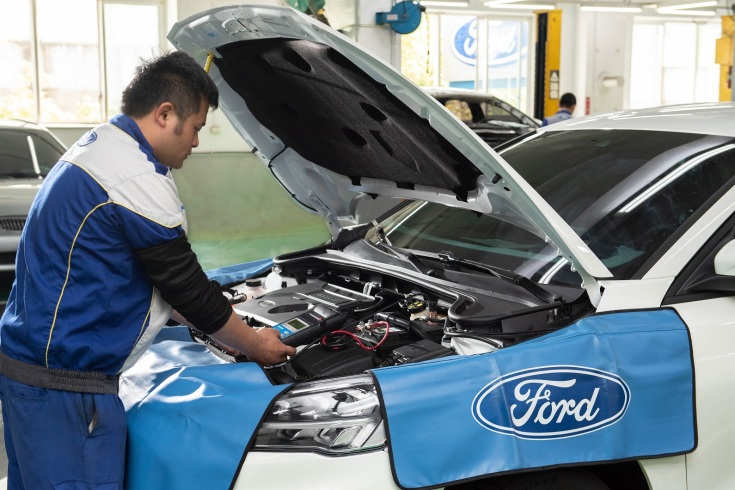Ford 技師會為愛車更換各車款專屬機油,以及引擎中變髒或堵塞的濾芯;此舉能提升引擎效率