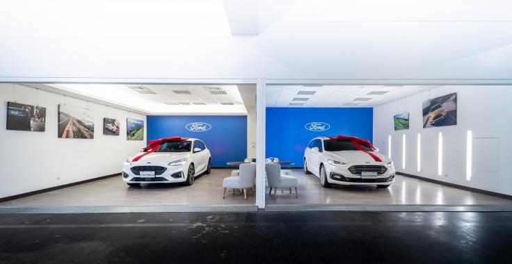 Ford上立汽車位於台中市的新車交車區在簡潔風格設計之中,創造適合全家大小皆可自在放鬆的溫馨空間
