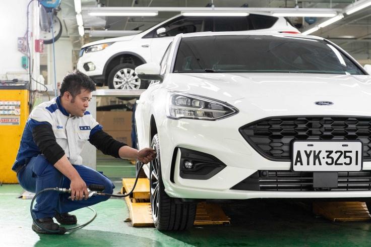 胎壓不足或未符合Ford建議胎壓的輪胎都可能提升滾動阻力,進而增加引擎負擔