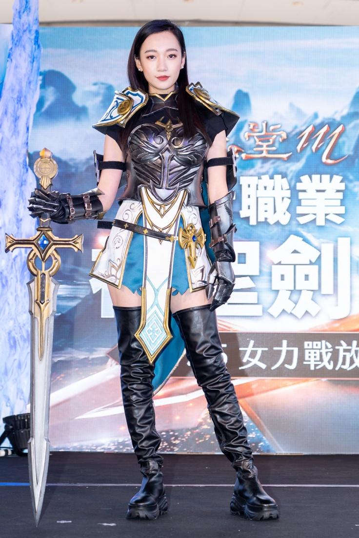 鄉民老婆「吳卓源」首度代言《天堂M》最女力職業「神聖劍士」