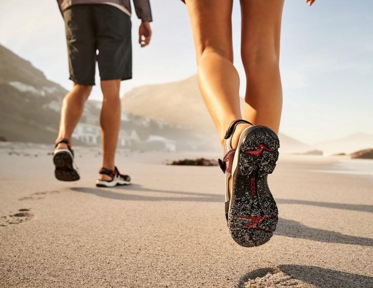 【OFFROAD機能涼鞋】採用ECCO著名的 FLUIDFORMTM一體成型製鞋科技,並應用「RECEPTORR全方位科技」,方便駕馭不同地形,...