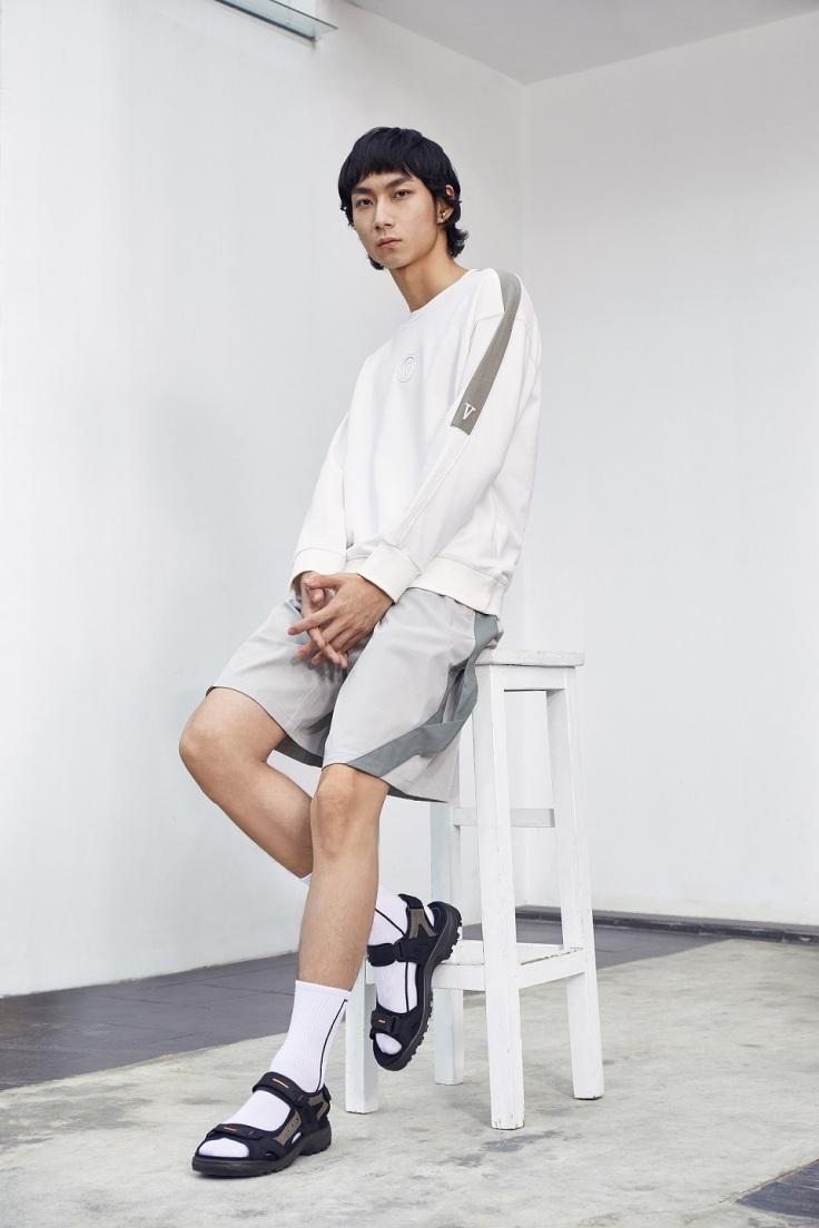 黑色男款【OFFROAD機能涼鞋】保留北歐簡約美學的設計理念,即便簡單搭配日常服飾也能展現輕運動的獨具品味。_ NT$ 4,980