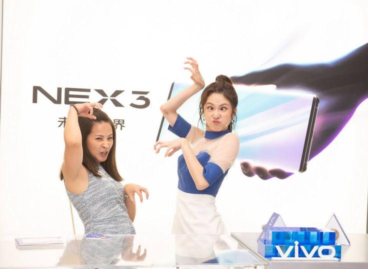 張景嵐現場首度破框演出,與女粉絲PK鬼臉,挑戰最醜極限