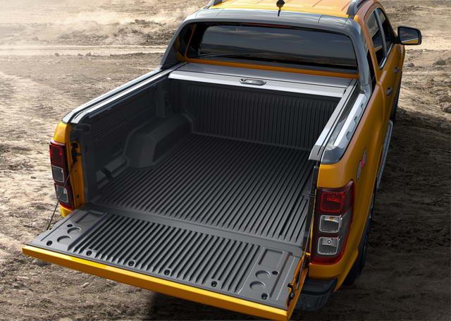 【圖八】Ford Ranger運動型車斗擁有約2.42平方公尺的載物空間,並以能裝載985公斤物品的載重能力領先同級