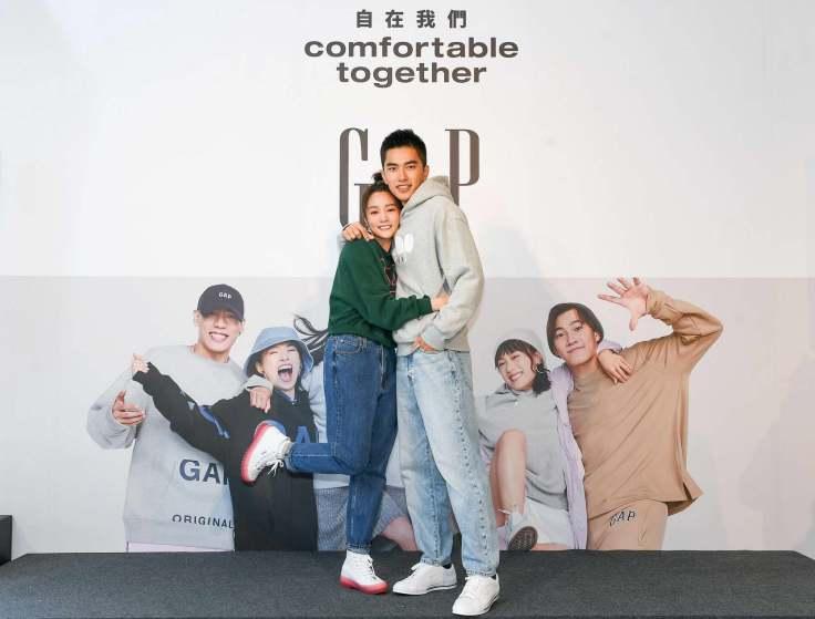 GAP正式曝光全新主軸「Comfortable Together自在我們」,不僅將衣物材質全面升級,也讓消費者隨時隨地都能以「舒適價」買到優質的...